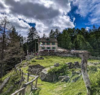 Pietro Crosta mountain hut from Foppiano - itinerarium